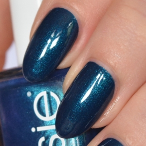 essie-fall-collection-talonted-lex-review-with-swatches-bell-bottomed-blues-2