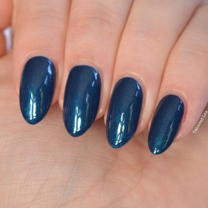 essie-fall-collection-talonted-lex-review-with-swatches-bell-bottomed-blues-4