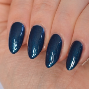 essie-fall-collection-talonted-lex-review-with-swatches-bell-bottomed-blues-5