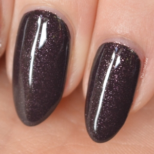 essie-fall-collection-talonted-lex-review-with-swatches-frock-n-roll-2
