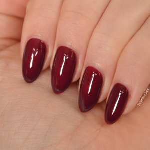 essie-fall-collection-talonted-lex-review-with-swatches-in-the-lobby-2