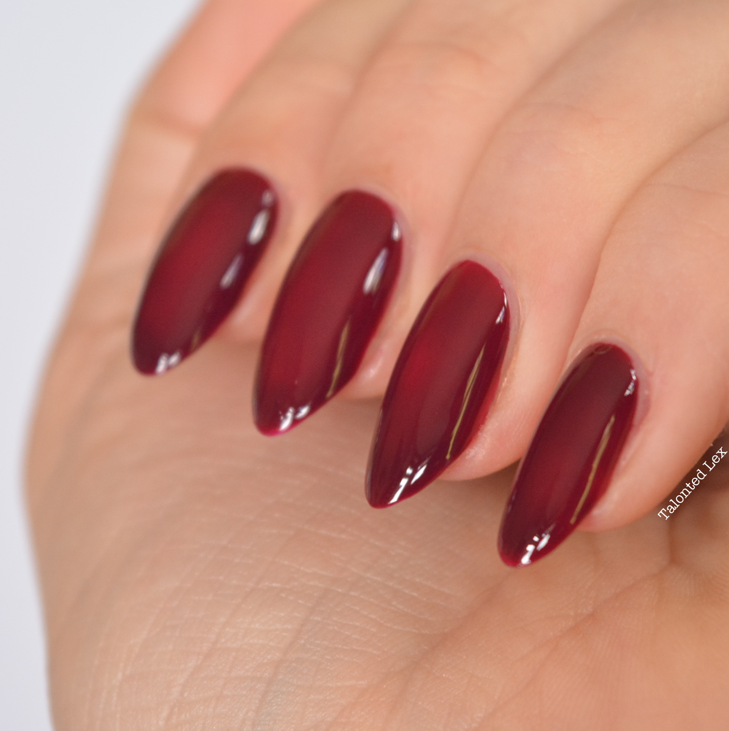 essie-fall-collection-talonted-lex-review-with-swatches-in-the-lobby-3