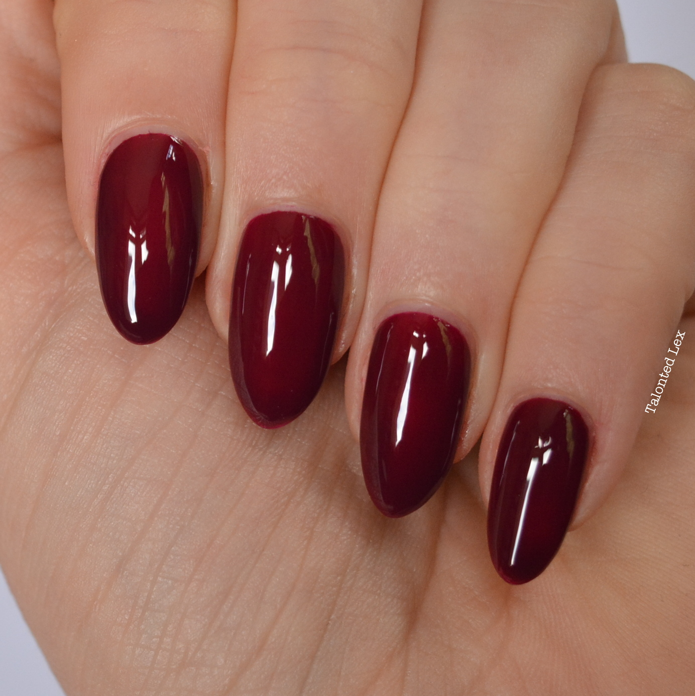 essie-fall-collection-talonted-lex-review-with-swatches-in-the-lobby-4