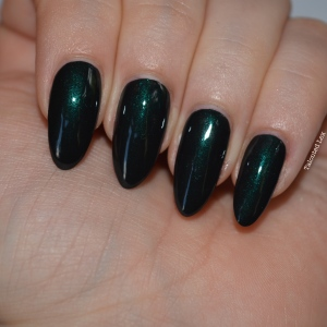 HJ-nail-varnish-review-Alpine-Green-talonted-lex-4