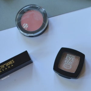 September-15-Monthly-Beauty_Lifestyle-Favourites-Talonted-Lex-B-Blusher-Seventeen-Eye-Eyeshadow