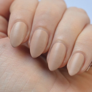 essie-Cashmere-Collection-matte-review-swatches-all-eyes-on-nudes-talonted-lex