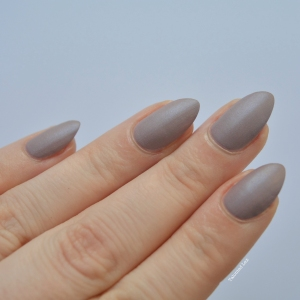 essie-Cashmere-Collection-matte-review-swatches-comfy-in-cashmere-talonted-lex-2