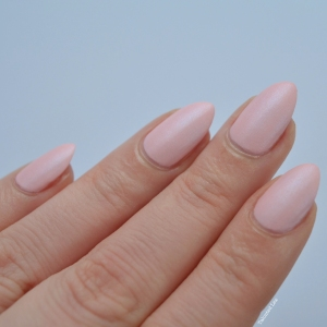 essie-Cashmere-Collection-matte-review-swatches-just-stitched-talonted-lex-3