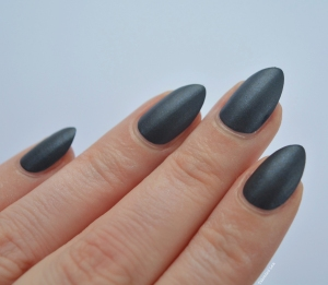 essie-Cashmere-Collection-matte-review-swatches-spun-in-luxe-talonted-lex-2