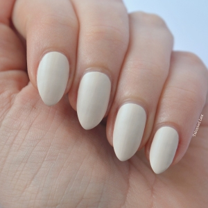 essie-Cashmere-Collection-matte-review-swatches-wrap-me-up-talonted-lex-2