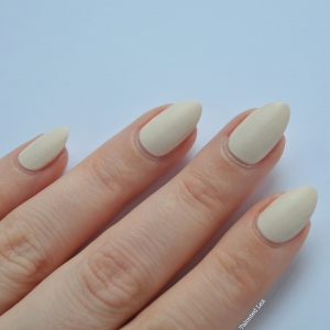 essie-Cashmere-Collection-matte-review-swatches-wrap-me-up-talonted-lex-3