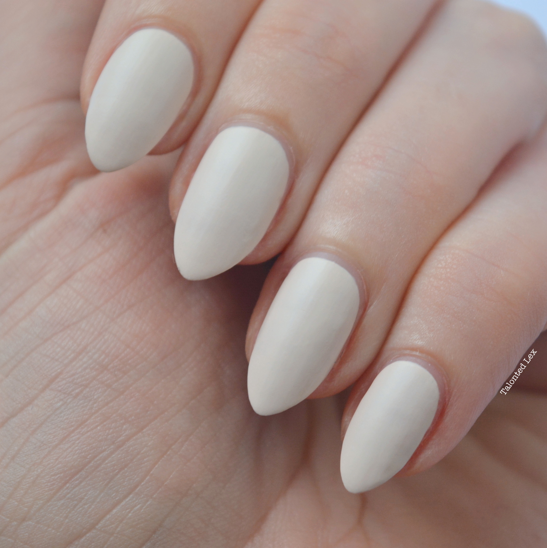essie-Cashmere-Collection-matte-review-swatches-wrap-me-up-talonted-lex